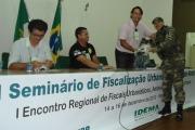 Geógrafo Gustavo Szilagyi recebe lembrança das mãos do Coordenador do GAAM, GM Elias Cordeiro