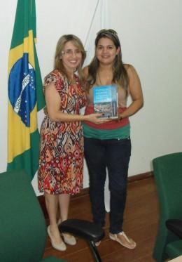 Dra. Marise sorteia livro entre os participantes