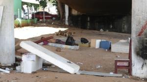 Lixo acumulado pelos moradores de rua